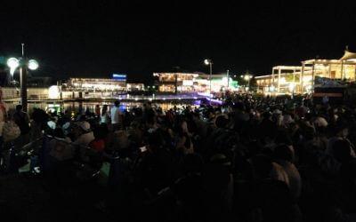 横浜八景島シーパラダイス「花火シンフォニア」ボードウォーク周辺混雑状況
